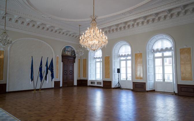 Riigikogu Valge saal, kui seal seisid veel ka Euroopa lipud.