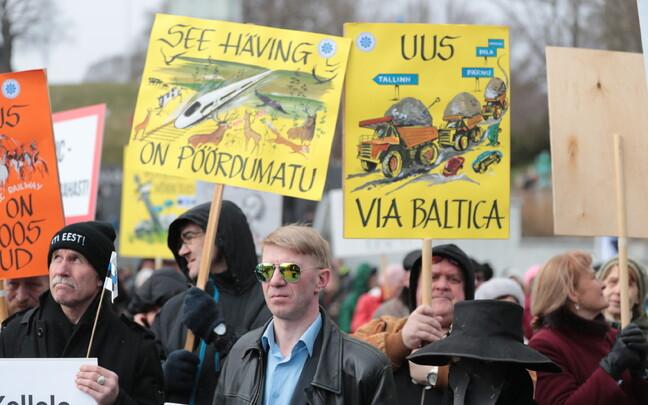Акция протеста против Rail Baltica в Таллинне 22 апреля.