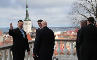 Prime Minister Jüri Ratas (left), Speaker of the U.S. House of Representatives Paul Ryan (center), and U.S. ambassador to Estonia, James D. Melville (right) in Tallinn on Apr. 22, 2017.