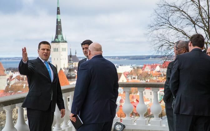 Prime Minister Jüri Ratas (left), Speaker of the U.S. House of Representatives Paul Ryan (center), and U.S. ambassador to Estonia, James D. Melville (right) in Tallinn on Apr. 22, 2017.