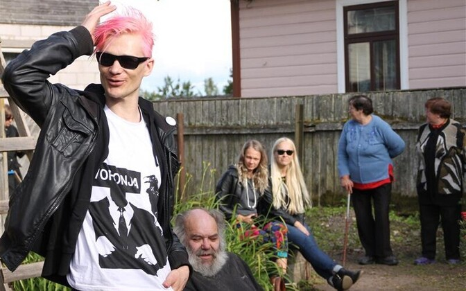 """Voronja galerii esimese suvenäituse, Kiwa kureeritud väljapaneku """"Ajutine valitsus. Nelikend aastat punki"""" avamine."""