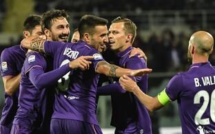 Fiorentina Davide Astori väravat tähistamas