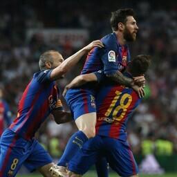 Lionel Messi kaaslastega väravat tähistamas.