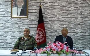 Ametist lahkuvad Afganistani kaitseminister Abdullah Habibi ja armee juht Qadam Shah Shaheem.