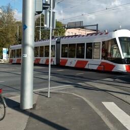 Если трамвай №2 идет до остановки