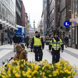 Rootsi politseinikud Stockholmis patrullimas.