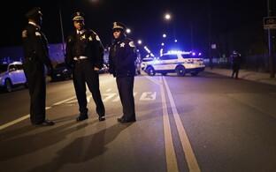 Chicago politseinikud sündmuskohal, kus sai juhusliku kuuli tõttu surma 11-aastane laps.