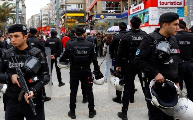 Турецкие полицейские в Стамбуле.