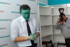 Прошлый раз Навальному плеснули в лицо зеленкой в Барнауле.