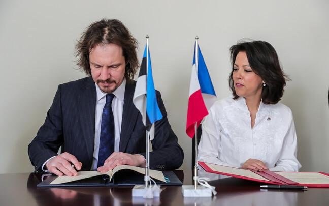 Indrek Saar ning Claudia Delmas-Scherer