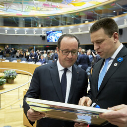 Президент Франции Франсуа Олланд и премьер-министр Эстонии Юри Ратас на встрече в Брюсселе.