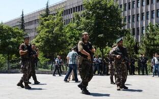 Türgi politseijõud möödunud aasta juulis Ankaras kohtumaja juures.