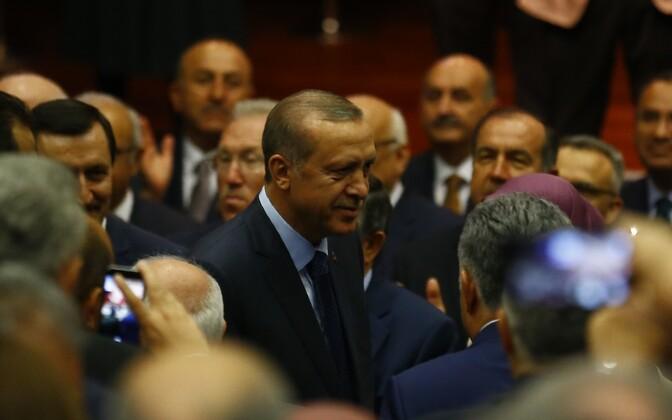 Recep Tayyip Erdogan teisipäeval AKP peakontorisse saabumas.
