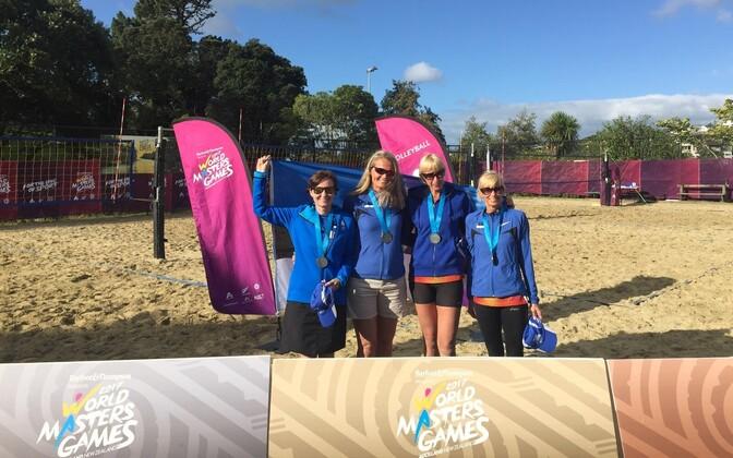 Eestlannad Helle Vengerfeldt, Eve Unt, Helle Luks ja Piia Kallas võitsid nelikute turniiril hõbemedali.