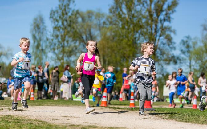 2016. aasta Tartu jooksumaratoni lasteüritused.