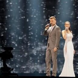 Койт Тооме и Лаура на сцене в Киеве.