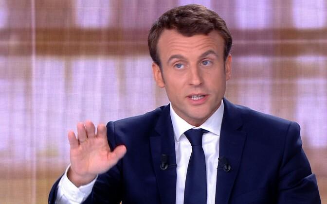 Emmanuel Macron teledabti ajal väitlemas.