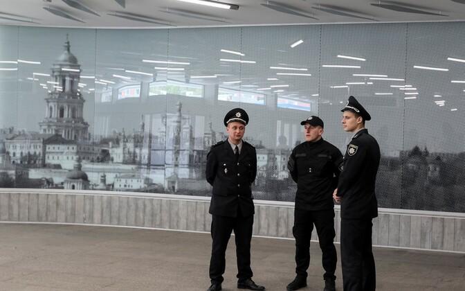 Патруль около Международного выставочного центра в Киеве.