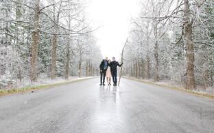 Teel Tõstamaale jäädi tugeva lumesaju kätte.