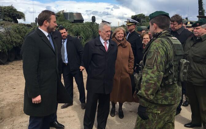 USA kaitseminister James Mattise visiit Leetu. Vasakul kaitseminister Margus Tsahkna.