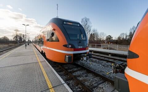 Поезд Elron на станции Лелле.