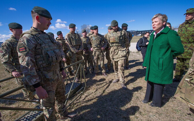 Заместитель генсека НАТО Роуз Гётемюллер на военных учениях