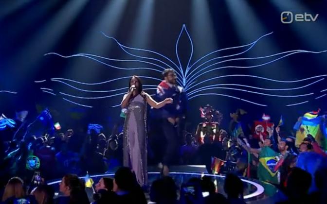 Eurovisiooni lavale roninud Uus-Meremaa fänn