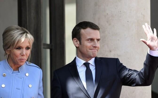 Эммануэль Маркон (39) - стал самым молодым президентом Франции. На фото слева - новая первая леди Франции Бриджит Макрон.