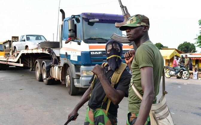 Mässulised sõdurid Elevandiluuranniku Bouaké linnas.