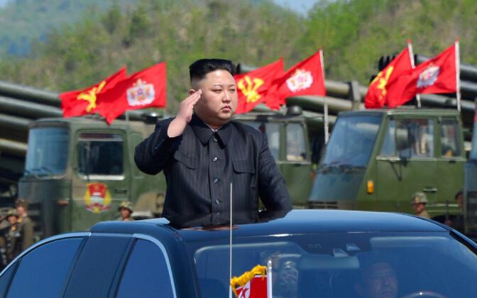 Лидер КНДР Ким Чен Ын на параде.