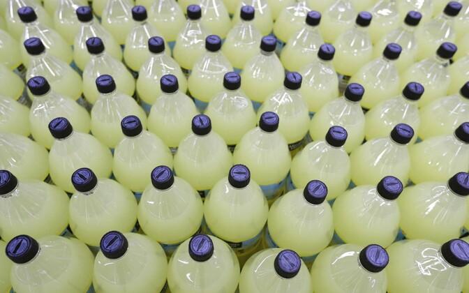 Limonaadipudelid.
