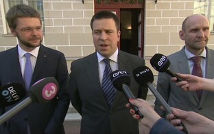 Coalition party chairmen Jevgeni Ossinovski (SDE), Jüri Ratas (Center), Helir-Valdor Seeder (IRL).