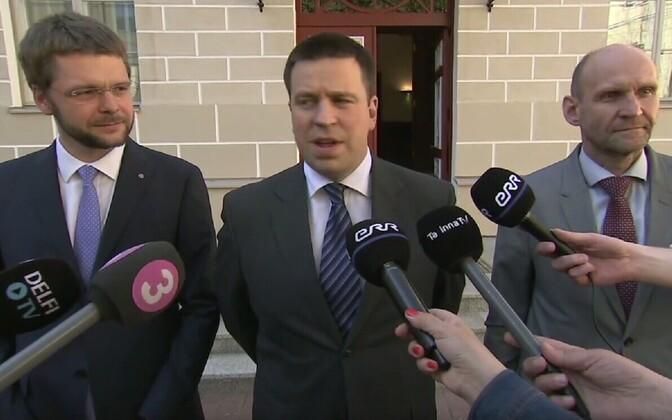 Coalition party chairmen Jevgeni Ossinovski (SDE), Jüri Ratas (Center), Helir-Valdor Seeder (IRL).