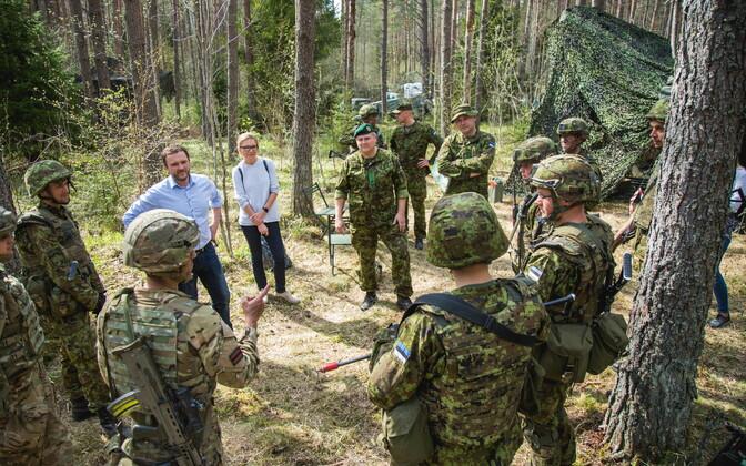 Kindral Riho Terras ja kaitseminister Margus Tsahkna väisasid Kevadtormi.