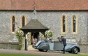 Pippa Middleton saabumas kirikusse koos oma isa  Michael Middletoniga.