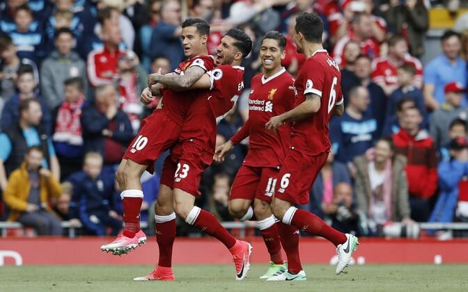 Liverpooli mängijad rõõmustamas.