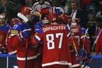 Сборная России по хоккею празднует гол.