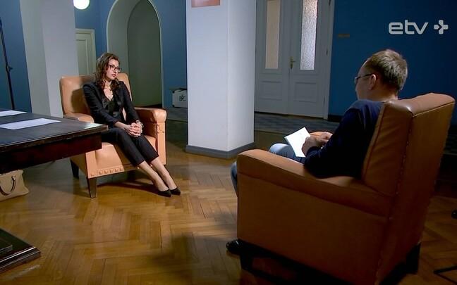 Николай Лощин задает острые вопросы Ольге Ивановой.