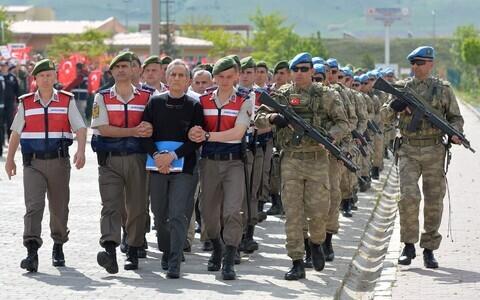 В Анкаре начался суд над 221 обвиняемым.