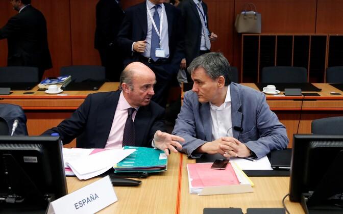 Еврогруппа отложила выделение помощи Греции как минимум досередины лета