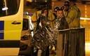 Скорая помощь и полиция помогают пострадавшим в теракте в Манчестере в ночь на 23 мая.