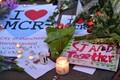 Жители Манчестера скорбят по погибшим при теракте