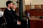 Лионель Месси и его отец в суде.