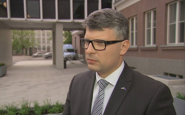 Михаил Корб дает интервью корреспонденту
