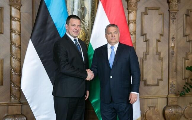Премьер-министры Эстонии Юри Ратас и Венгрии Виктор Орбан.