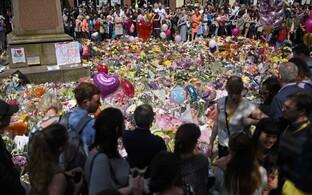 Vaikuseminut Manchesteri terrorirünnaku ohvrite mälestamiseks.