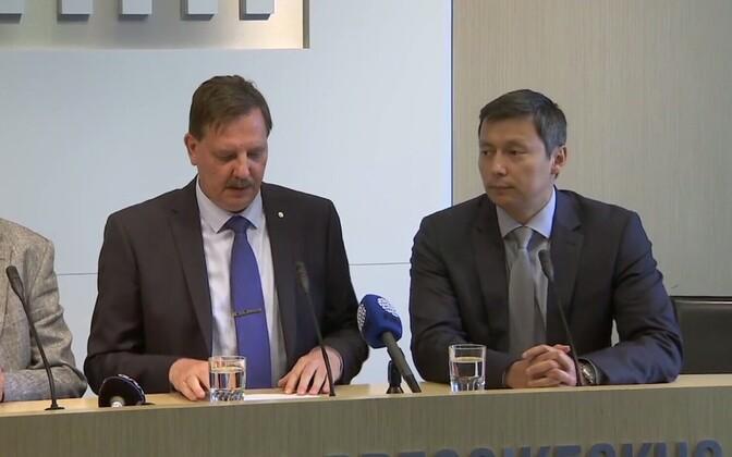 Таави Аас и Михаил Кылварт на пресс-конференции.
