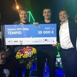 Ajujahi võitjad, TempID meeskond (Mihkel Tedremaa, Rait Rand, Alvar Pällo, Alari Õis) ning žüriiliikmed Mart Maasik ja Kaidi Ruusalepp.