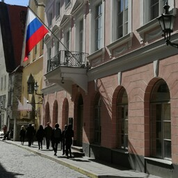 Двух российских дипломатов высылают из Эстонии.