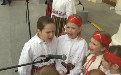 Песня объединяет детские сердца.